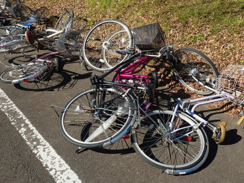 自転車スタンドで強風でも倒れない!選び方や設置方法を解説する