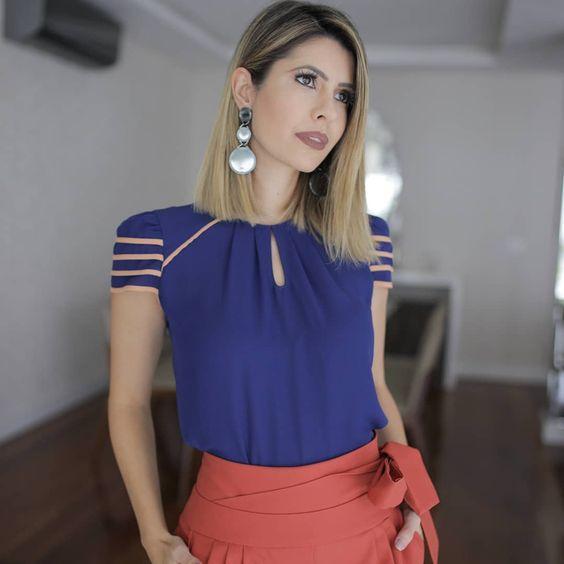 como usar blusa azul