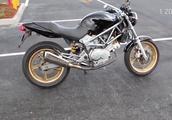 【バイク】見た目はドカティ。音はハーレー ホンダ VTR25