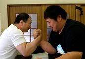 140キロ元柔道家が腕相撲王者に道場破り!意外な展開に