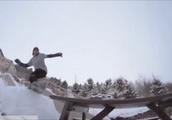 グレーの服を着た男の尋常じゃないスノーボード神業テクニックGIF画像