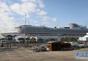 クルーズ船「ダイヤモンド・プリンセス」号の乗客が続々と下船 日本・横浜