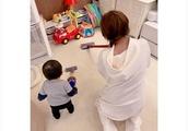 辻希美、1歳の息子に玩具の掃除機を使わせて批判殺到「推奨年齢、3歳以上だけど大丈夫?」