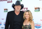Country star Trace Adkins, actress Victoria Pratt marry – and Blake Shelton officiates