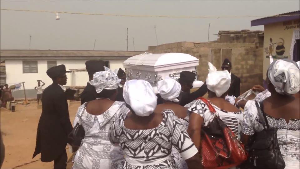 ガーナ 葬式